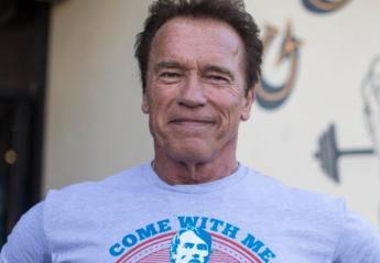 Μέσα στο αμάξι του έκανε το Covid-19 εμβόλιο ο Arnold Schwarzenegger [βίντεο] - Κεντρική Εικόνα