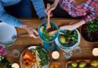 Τα 5 λάθη που συχνά κάνουμε όταν ετοιμάζουμε τις σαλάτες μας - Κεντρική Εικόνα